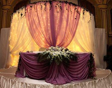 Оформление свадебного стола жениха и невесты своими руками