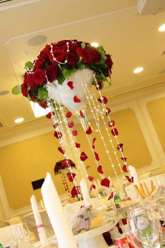 9d7db35bfbea79b Мы можем предложить вам не только букеты из живых цветов, но свадебные  композиции из искусственных цветов. Букеты и композиции из цветов,  созданных из ...