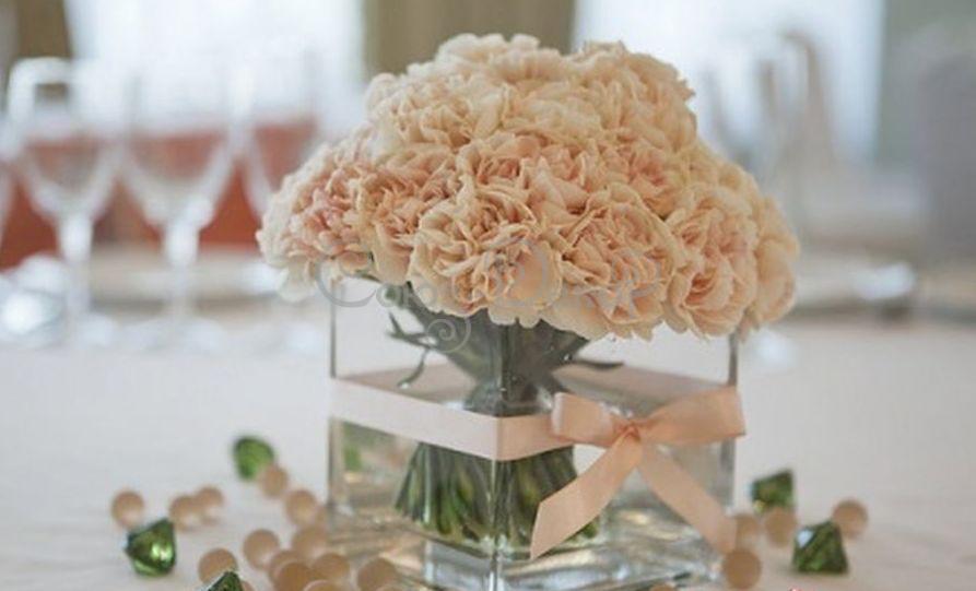 Украшение зала из цветов