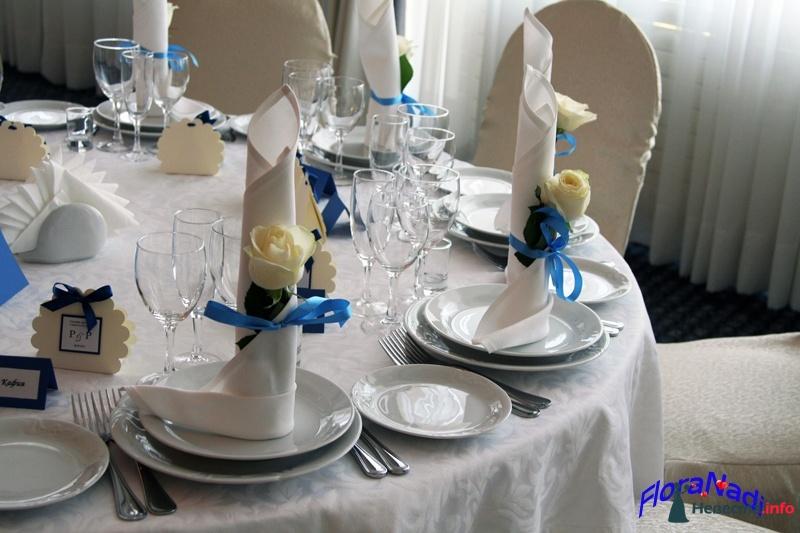 Украшение свадебных салфеток цветами