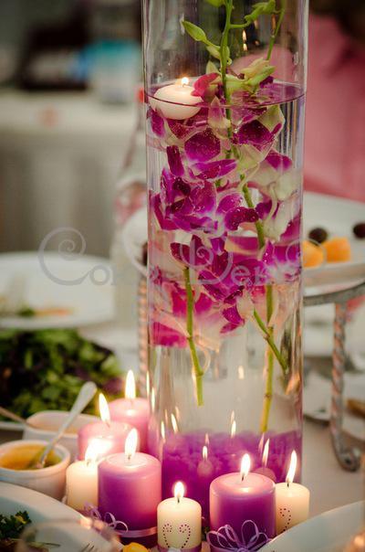Украшение из цветов и свечей на свадьбе