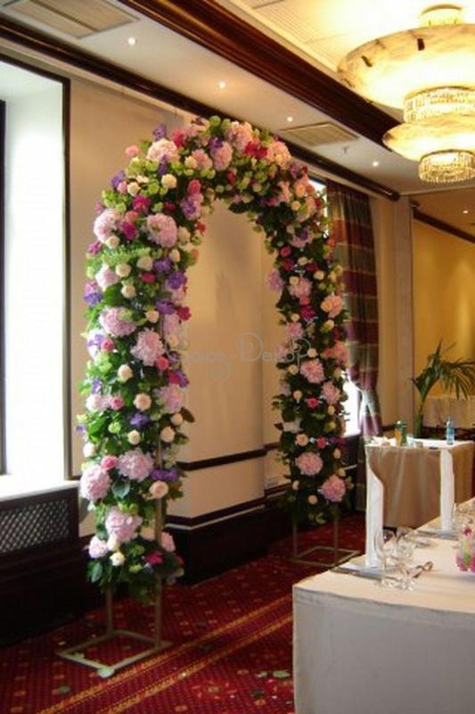 Украшение свадебной арки цветами