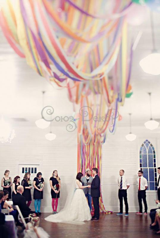 Примеры оформление свадебного зала лентами