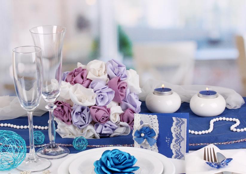 Композиции из искусственных цветов на свадебный стол