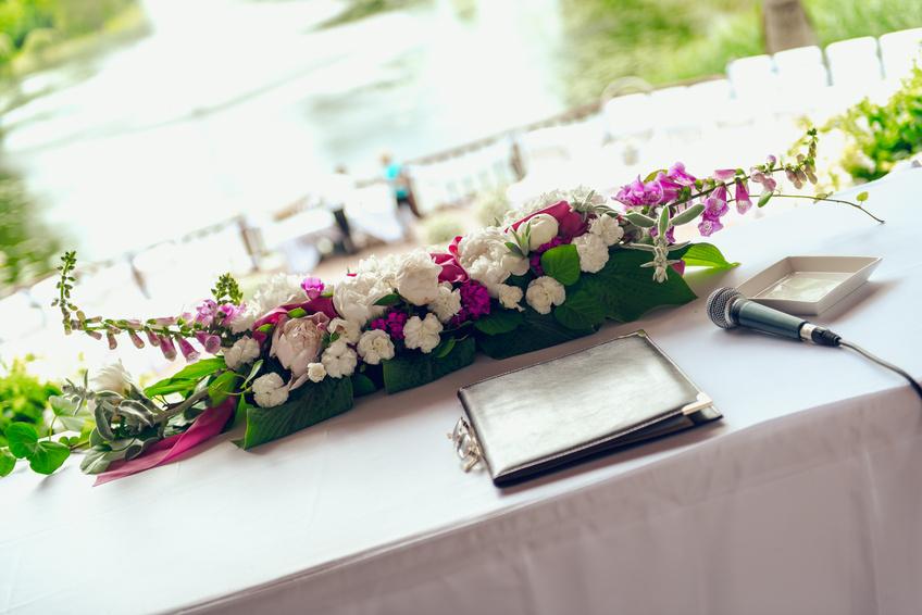 Свадебные композиции из цветов на стол