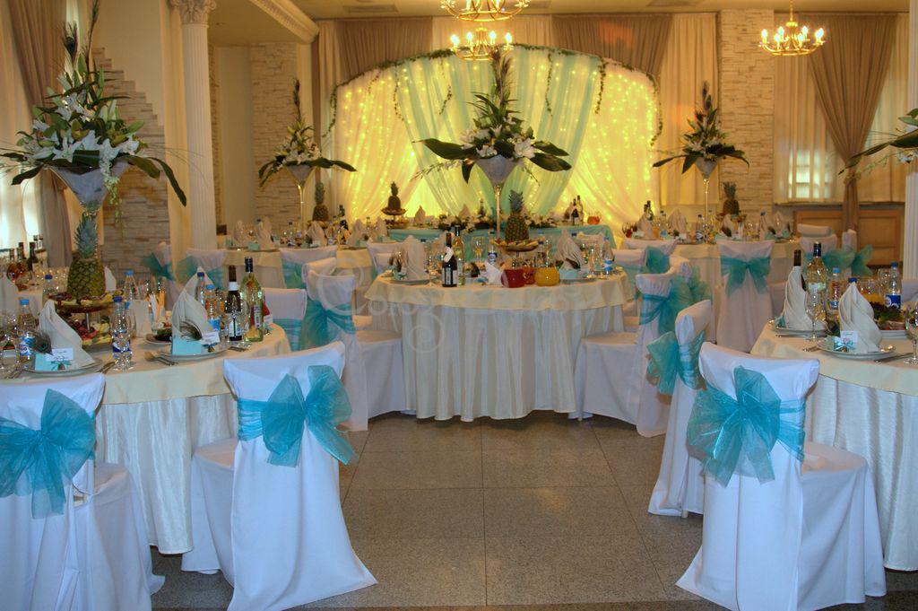 Идея для украшения свадебного зала своими руками - подсветка гирляндами