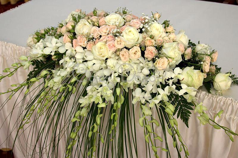 украшение зала на юбилей живыми цветами